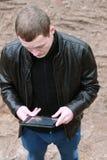 Ernster junger Mann Lizenzfreie Stockbilder