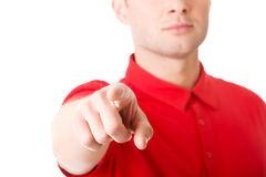 Ernster junger Mann, der Sie zeigt Lizenzfreies Stockfoto
