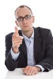 Ernster lokalisierter Geschäftsmann, der warnende Geste mit der Hand macht Lizenzfreie Stockbilder