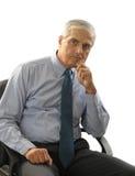 Ernster mittlerer gealterter Geschäftsmann im Büro-Stuhl stockfotos