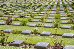 Ernster Stein am Kirchhof des Zweiten Weltkrieges, Kanchanaburi, Thailand Lizenzfreie Stockbilder