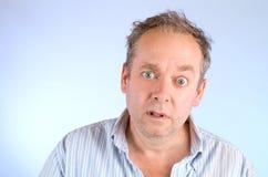 Ernster und schäbiger schauender Mann Stockbilder