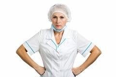 Ernster weiblicher reifer Doktor lizenzfreies stockbild