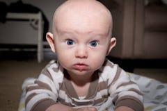 Ernstes Baby Lizenzfreies Stockfoto