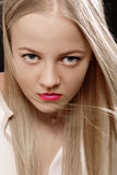 Ernstes blondes Stockfoto