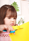Ernstes Kindausschnittpapier. Stockfoto