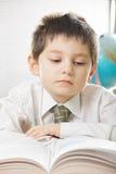 Ernstes Kindlesebuch Lizenzfreies Stockfoto