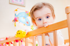 Ernstes kleines Mädchen Lizenzfreies Stockfoto