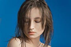 Ernstes trauriges Mädchen stockbild