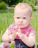 Ernstig babymeisje Stock Fotografie