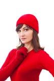 Ernstig de wintermeisje in rode hoed, vuisthandschoenen over royalty-vrije stock foto