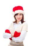 Ernstig de wintermeisje in rode hoed, vuisthandschoenen over stock fotografie