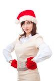 Ernstig de wintermeisje in rode hoed, vuisthandschoenen over stock afbeeldingen