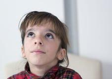 10 ernstig en nadenkend éénjarigenmeisje Royalty-vrije Stock Afbeelding
