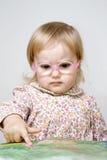Ernstig meisje in glazen Royalty-vrije Stock Foto's
