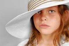 Ernstig meisje in hoed royalty-vrije stock afbeelding