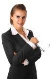 Ernstige bedrijfs geïsoleerder vrouw met glazen stock afbeelding