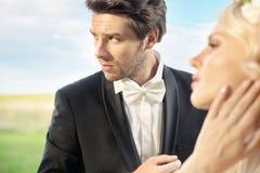 Ernstige bruidegom met zijn mooie vrouw Stock Foto's