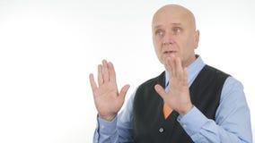 Ernstige en Zekere Zakenman Talking And Gesturing in Gesprek stock afbeelding