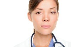 Ernstige jonge medische arts Royalty-vrije Stock Afbeeldingen