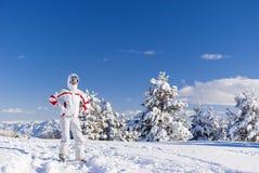 Ernstige skiër op de bovenkant van berg Royalty-vrije Stock Afbeelding