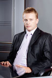 Ernstige zakenman in bureau Royalty-vrije Stock Foto's