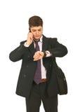 Ernstige zakenman die tijd controleert royalty-vrije stock foto