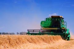 Erntemaschine der landwirtschaftlichen Maschinen Lizenzfreie Stockfotos