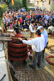 Ernten von Trauben: Festival der Traubenernte im chusclan vil Stockbild