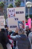 Eroe contro il segno zero a raduno del ` s della gente contro violenza armata Fotografia Stock Libera da Diritti