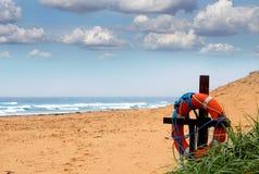 Eroe su una spiaggia abbandonata Immagini Stock Libere da Diritti