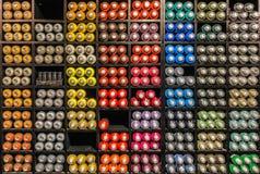 Erogatore della pittura di spruzzo nei colori differenti Fotografia Stock Libera da Diritti