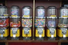 Erogatore di Candy con di gomma da masticare fotografia stock libera da diritti