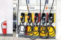 Erogatore di olio combustibile della benzina alla stazione di servizio della benzina, extin del fuoco immagini stock libere da diritti