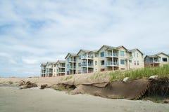 Erosão da duna dos condomínios e da praia do Oceanfront Imagens de Stock Royalty Free