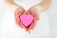 Eros - ręki Oferuje serce obrazy royalty free