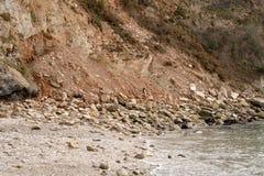 Erosión costera de la caída de la roca imágenes de archivo libres de regalías