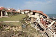 Erosie, klimaatverandering, de gebroken bouw, Hoi An, Vietnam royalty-vrije stock afbeelding