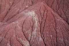 Erosie van rode gronden in een hoog woestijnlandschap Royalty-vrije Stock Afbeelding