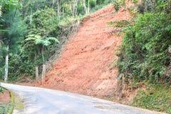 Erosion på sidan av vägen Arkivbild