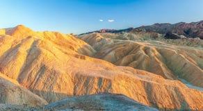 Erosional krajobraz przy Zabriskie punktem w Śmiertelnym Dolinnym parku narodowym california USA zdjęcie royalty free