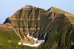 Erosione tipica del ghiacciaio della montagna Immagine Stock