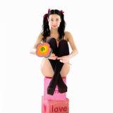 Erotische glimlachende vrouw in bikini met groot suikergoed Stock Foto