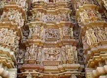 Erotische Skulpturen in der Khajuraho-Tempel-Gruppe Monumenten in Indien Lizenzfreie Stockfotos