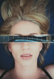 Erotisk vuxen film för sexigt blont kvinnaframsidasymbol Arkivfoto