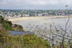 Erquy, une ville côtière en Bretagne, France Image stock