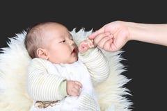 Erregen Sie die babys Aufmerksamkeit stockbilder
