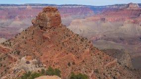 Erreichen Sie herauf Panorama der erstaunlichen größten monumentalen Felsen des Grand Canyon einen Tiefstand stock footage