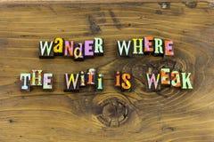 Errent la typographie rêveuse faible de voyage de wifi photos libres de droits