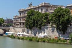 Errichten des Obersten Gerichts der Aufhebung und des Tiber-Flusses in der Stadt von Rom, Italien lizenzfreie stockbilder